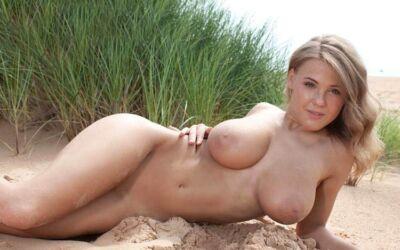 blonde jeunette nue amour au tel sans attente